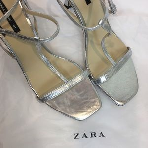 Zara Womens Sandal Size 10 Leather Silver T-Strap